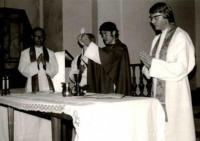 27.6.1976 – z tzv. primice, tj. první mše, kterou jako čerstvě vysvěcený kněz sloužil v kostele na Zlíchově.