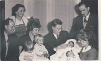 S manželem, dětmi a rodinou cca 1958