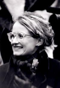 Monika Pajerová na demonstraci na Václavském náměstí, listopad 1989