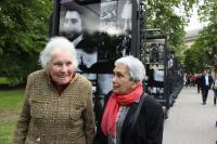 sestry Margita Rytířová a Lenka Köppelová na výstavě Wintonovy vlaky - Kampa 2014