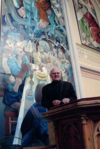 Farář Dus vypráví o obrazech na stěnách, kostel ČCE na Vinohradech, Korunní 60, Praha 2, 2003