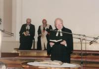 Farář Dus: bohoslužba při vyslání prvního nekatolického kaplana, Praha 1998