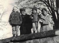 Rodina v Proseči po návratu z vězení, zima 1974
