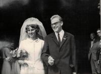 Anna a Jaromír Dusovi, svatební fotografie, Staroměstská radnice, Praha 1966