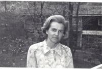 1971/72, Tatiana Moravec Gard před svým domem, Maryland, USA