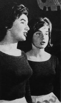 Divadélko pod okapem - rok 1962 - Věra Manová a Zuzana Majvaldová