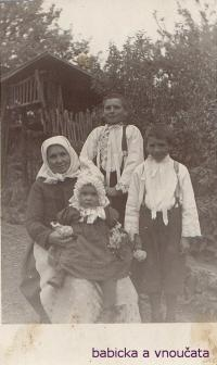Grandmother with grandchildren - Lekavý on the right