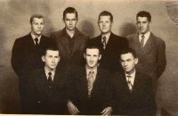 Jiří Lukšíček po propuštění z vazby r. 1953. J-L- nahoře druhý zprava. 50. léta.
