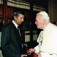 V roce 1993 na osobní audienci u papeže Jana Pavla II