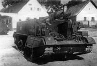 Otmar Oliva senior v obrněném transporteru Bren Carrier, západní Čechy 1945.