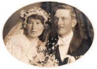 01 - rodiče - Antonín Holík a Vincencie Mrskošová - rok 1922