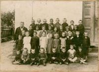 04 - Jan Holík - škola v Petroupimi - rok asi 1933
