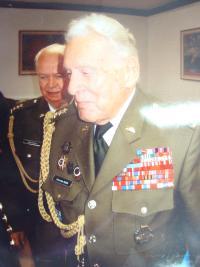 Alexandr Beer, za ním Adolf Kaleta