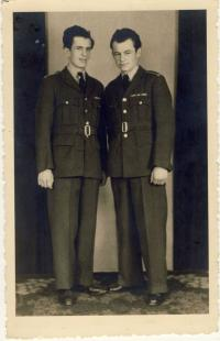 S bratrem Františkem u RAF