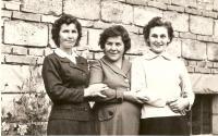 Se sestrami koncem padesátých let
