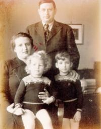 Riesel Petr - brother Jan, mother Irena and father Pavel, 1936 or 1937
