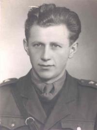 Josef Zelený na dobové fotografii z druhé světové války