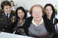Marie Lastovecká and Vlasta Vyhnánková with their granddaughters