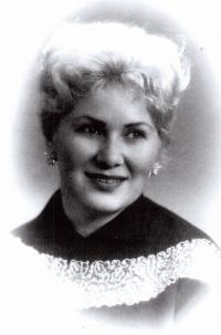 Věra v roce 1954