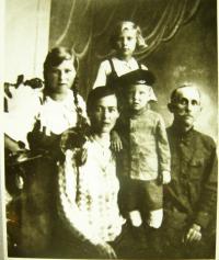 Rodina Biněvských-Morozovičových před příjezdem do Buzuluku