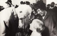 1971 L.Svoboda, Vanda Biněvská-Lisková a dcera Evička
