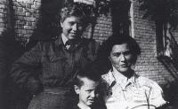 Buzuluk u velitelského domu, Kazimir, Růžena Biněvská, Vanda Biněvská