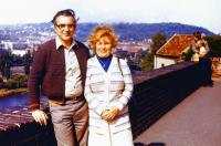 Brigita  s manželem Emilem na výletě v Praze, kolem roku 1990