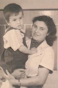 Brigita při práci v jeslích, kolem roku 1948