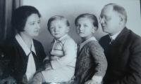 S rodiči a bratrem Arnoštem