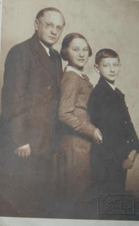 S tatínkem a bratrem