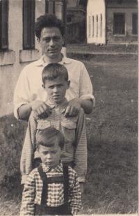 Asaf se svými syny, začátek 60. let