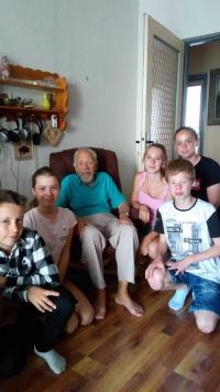 Asaf Auerbach s dětmi z projektu Příběhy našich sousedů