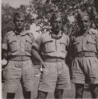 Libanon, 1941, future instructors of the 11th battalion, course participants of AT visiting the Australians, from the left side: Jan Koukol, Kupka, Fuks