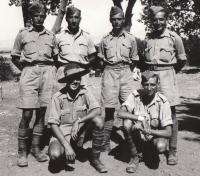 Baalbek, 1941, anti-artillery course, standing from the left: Jan Koukol, Kupka, Slíva, Fuks