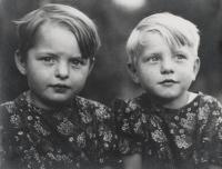 Věra s dvojčetem Hanou, 3 leté