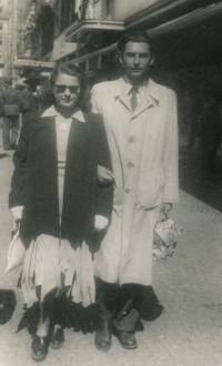 Věra a manžel Pavel, 1949, Václavské náměstí
