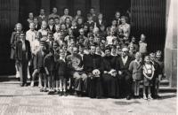 Matouš a děti z Nedělní školy CČS na Žižkově