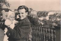 Matouš se synem Petrem v roce 1952