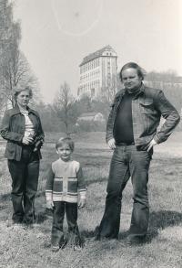 Rodina Hanzlíkova na Plumlovské přehradě krátce před vystěhováním do Rakouska