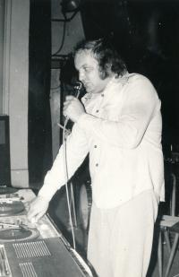 Petr Hanzlík jako diskžokej