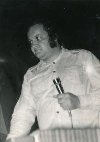 Petr Hanzlík na diskotéce v Dělnickém domě v Prostějově, 1976