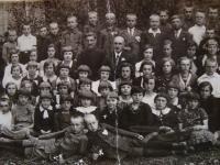 Třída Vladimíra Ficka, Vladimír Ficek uprostřed, po jeho levici pravoslavný kněz