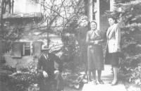 Arrival parents Vladimír and Emilie Fickových to Chomutov, duben 1947