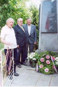 Alexandr Štípek u pomníku