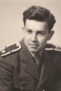 1956; voják