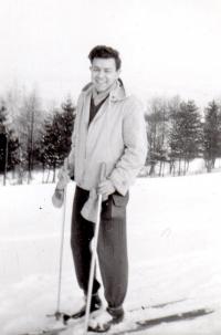 1958; na lyžích