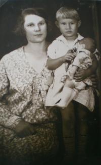 """1930 s maminkou a panenkou """"Židovkou"""""""