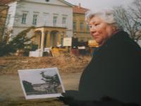 Sochy jelenů odstraněné Linou Heydrichovou u zámku