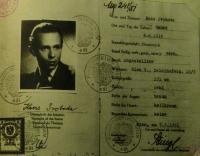Trubáčkův falešný pas, který měl být použit při jeho emigraci do Rakouska