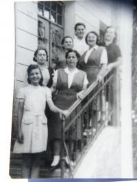 skupina s lidickými ženami asi v roce 1946
